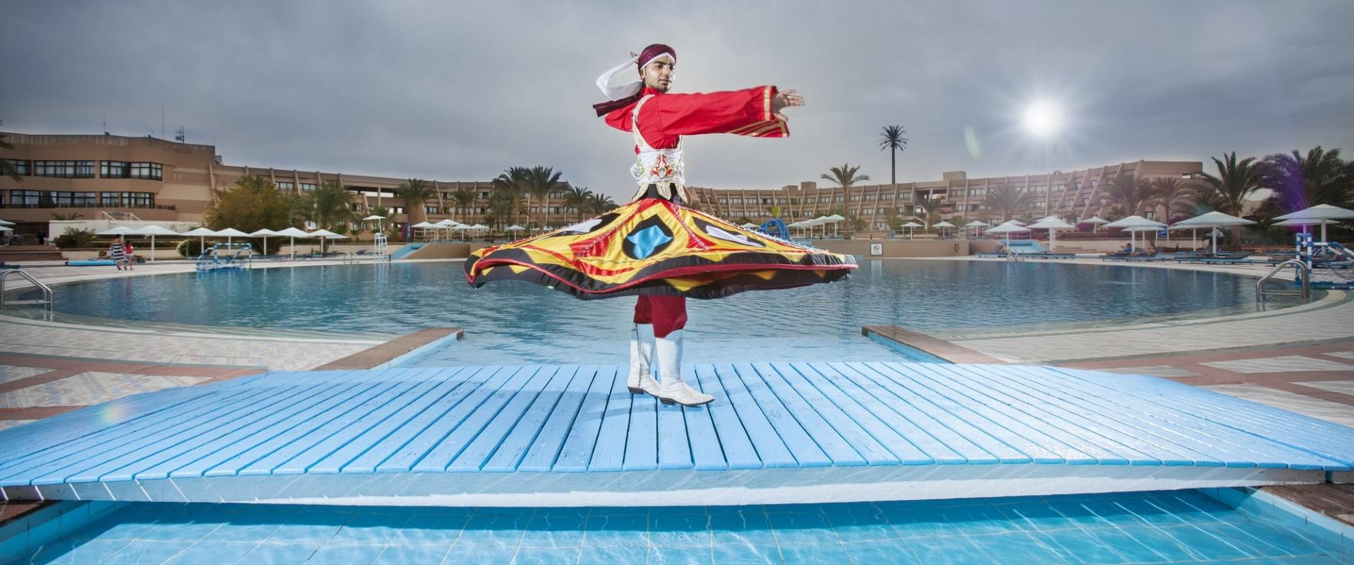 http://egypte.croisiere.voyage/wp-content/uploads/2016/11/HRG-SH-Hurghada-Resort-Entertainment-Tanoura-Dancer.jpg