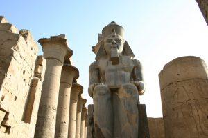 louxor-temple-statues-10